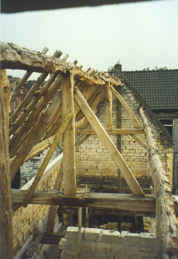 deconstruction-of-1700s-roof